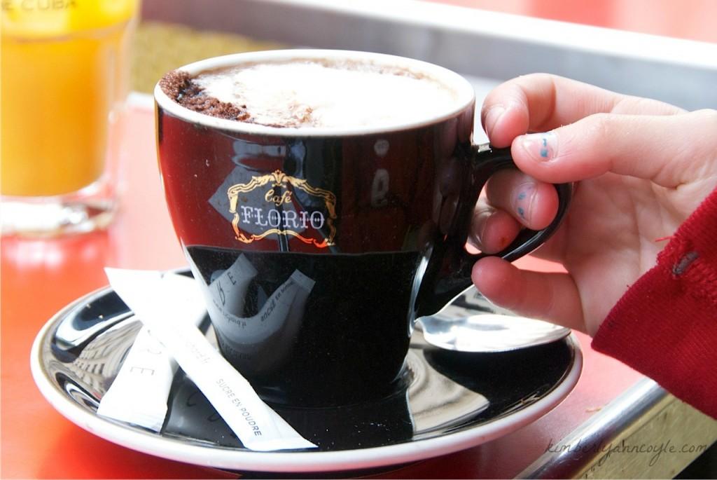 paris cafe via kimberlyanncoyle.com