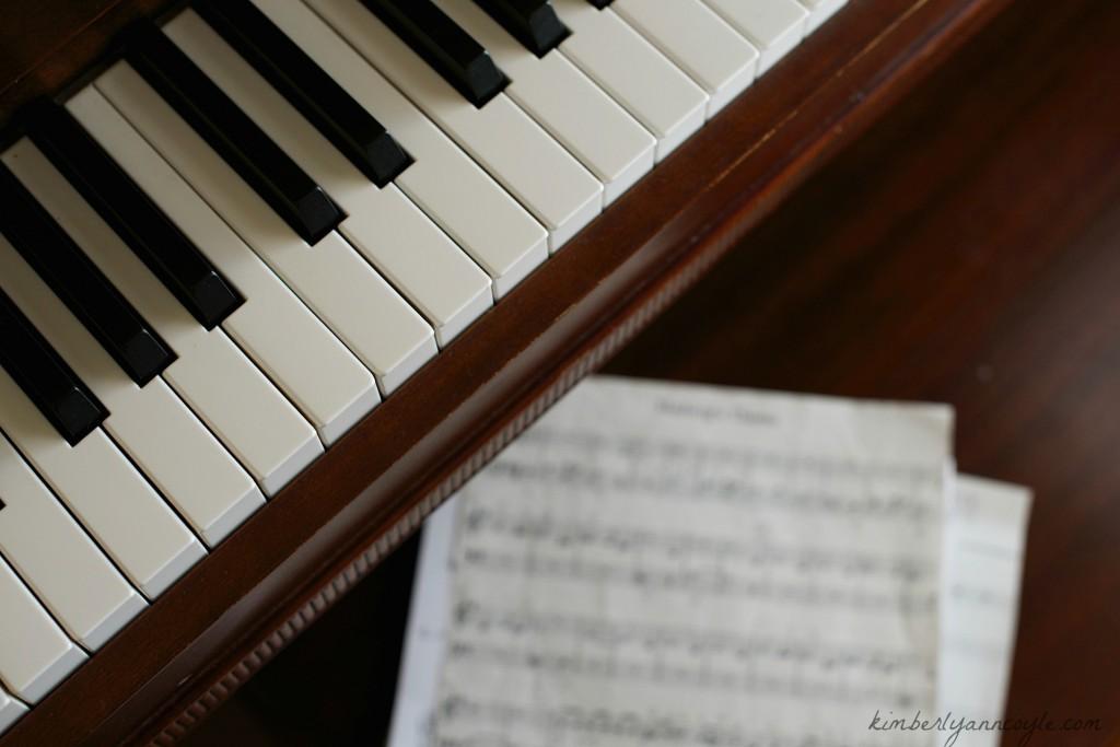 piano via kimberlyanncoyle.com